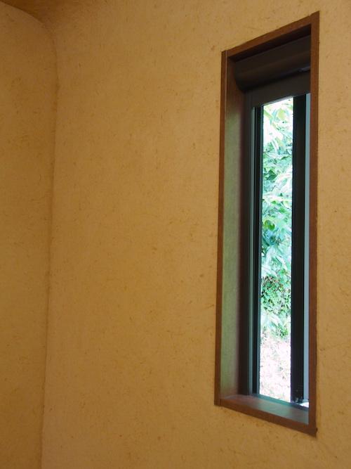 納骨堂の窓