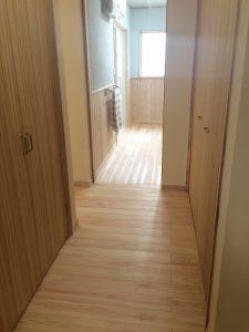 キッチンから洗面所への廊下