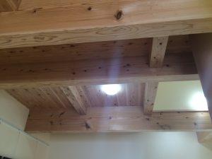 天井は小国杉