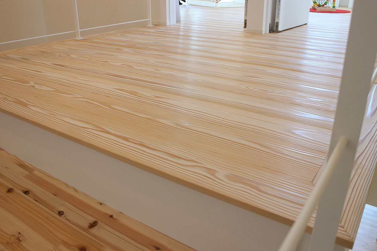 純白うづくり床板